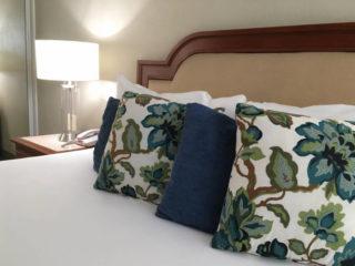 La Avenida Inn Bed