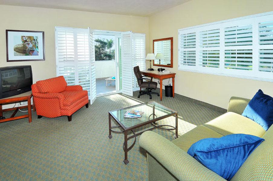 La Avenida Inn King Suite living room