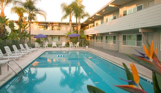 La Avenida Inn pool and courtyard
